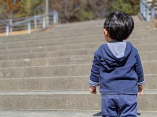階段,後ろ姿,1歳,希望,絶望