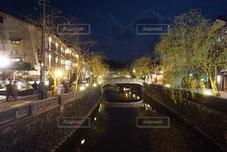 夜の街の景色の写真・画像素材[1837827]