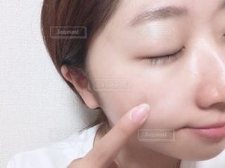 女性,自撮り,屋内,顔,鼻,美容,目,口,すっぴん,肌,入浴後,すっぴん肌