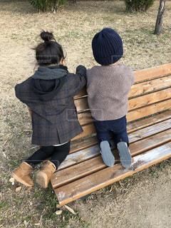 子ども,空,公園,植物,後ろ姿,ベンチ,景色,子供,女の子,樹木,人物,人,可愛い,男の子,お洒落