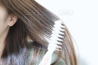 長い髪の若い女性の写真・画像素材[2281293]