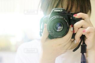 カメラを持っている私の写真・画像素材[1838183]