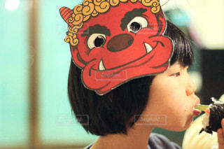 食べ物を食べている女の子の写真・画像素材[2926454]