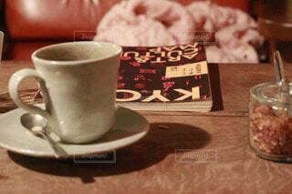 カフェタイム コーヒーと雑誌の写真・画像素材[4319766]