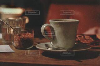 夜カフェ ゆっくり話そうの写真・画像素材[4321784]