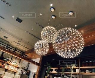 とあるスペイン料理屋さんの照明の写真・画像素材[4833672]