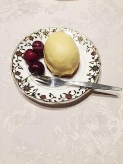 レモンケーキとチェリーの写真・画像素材[4837751]