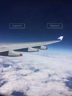 雪に覆われた飛行機の写真・画像素材[1860330]