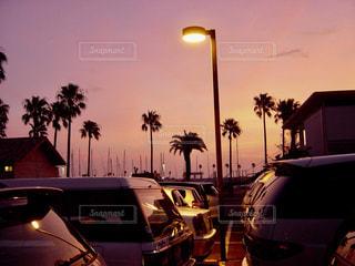 駐車場で見れた夕焼けの写真・画像素材[1868042]