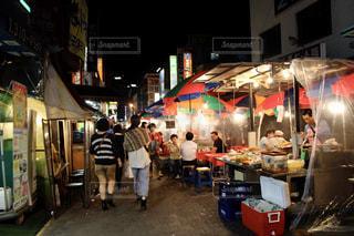 韓国の夜市の写真・画像素材[2080027]