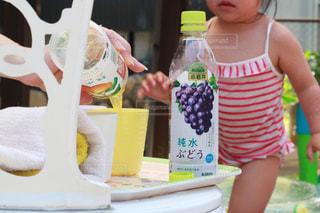 小岩井純水果汁で水分補給の写真・画像素材[2214729]