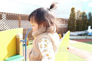 2歳の女の子の横顔の写真・画像素材[2312265]