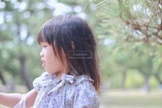 サラサラの髪の毛の女の子の写真・画像素材[2573286]