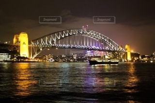 水域に架かるシドニーハーバーブリッジの写真・画像素材[2745700]