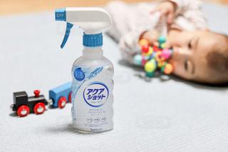 赤ちゃんのおもちゃとアクアショットの写真・画像素材[2806475]