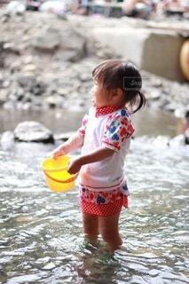 川、つめたーい!の写真・画像素材[3632056]