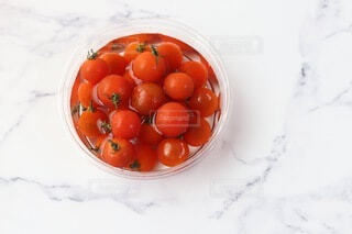水に入ったプチトマトの写真・画像素材[3665163]