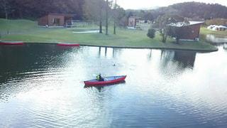 水域の小さなボートの写真・画像素材[2366906]
