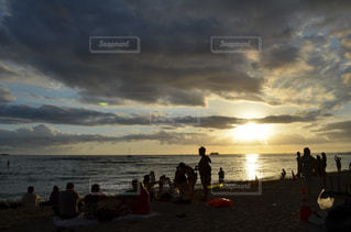 風景,海,夕日,太陽,きれい,綺麗,砂浜,景色,影,観光,浜辺,旅行,ハワイ,オアフ島,サンセット,海外旅行
