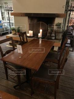 朝食バイキングのテーブルと椅子の写真・画像素材[1882046]