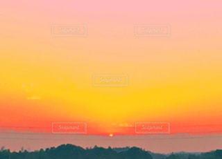 空,夕日,太陽,赤,夕焼け,夕暮れ,黄色,夕方,日没,夕陽,グラデーション,色彩,夕暮,彩