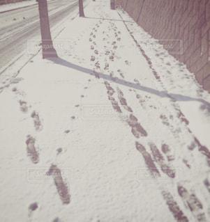 近くに雪の覆われた通りの写真・画像素材[1745148]