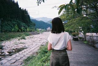 女性,後ろ姿,川,背中,夏休み,母,写ルンです,阿智村