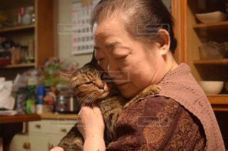 猫とばあちゃんの写真・画像素材[1829277]