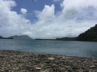 水域の隣の砂浜の写真・画像素材[2361041]