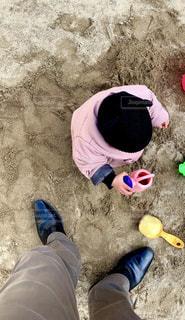 砂遊びに夢中!の写真・画像素材[1835826]