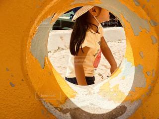 子ども,公園,夏,少女,トンネル