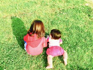 子ども,緑,後ろ姿,姉妹