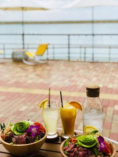 海を眺めるカフェの写真・画像素材[2268760]