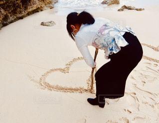 砂浜にハートの写真・画像素材[2268795]