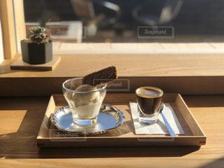 木製のテーブルとアイスの写真・画像素材[2871563]