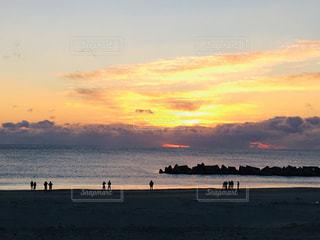 自然,風景,海,空,冬,屋外,太陽,朝日,ビーチ,雲,黄色,水面,海岸,鮮やか,初日の出,yellow,テトラポット
