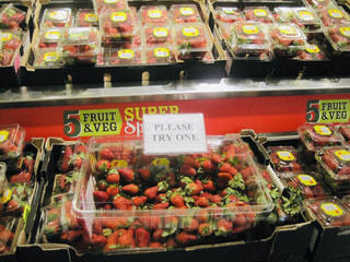 赤,いちご,英語,旅行,オーストラリア,海外旅行,スーパー,試食
