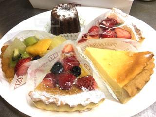 フルーツタルト カヌレ チーズケーキの写真・画像素材[1883537]