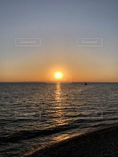夕陽と海の写真・画像素材[2379821]