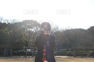 公園に立っている子の写真・画像素材[1842656]