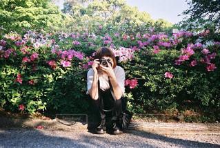 花に囲まれての写真・画像素材[1844261]