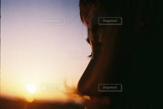 女性,風景,空,夕日,屋外,太陽,ビーチ,夕焼け,女子,光,ぼかし,レトロ,人物,人,ナチュラル,フィルム,雰囲気,フィルムカメラ,自然光,ootd,フィルム写真,インスタ映え,フィルムフォト,業務用フィルム,業務用400