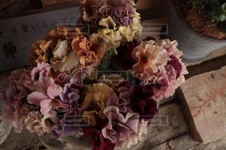 色とりどりのお花ブーケの写真・画像素材[2145233]