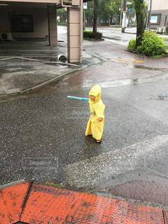 雨,黄色,子供,カッパ,戦い