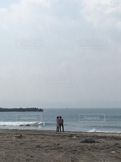 浜辺のカップルの写真・画像素材[2176461]