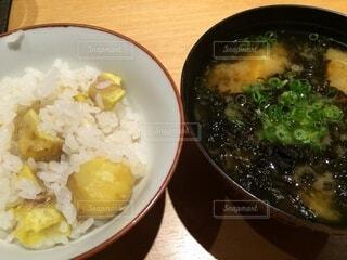 秋の味覚、栗ご飯とアオサのお味噌汁の写真・画像素材[3741168]
