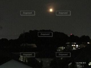 夜の月の写真・画像素材[3960900]