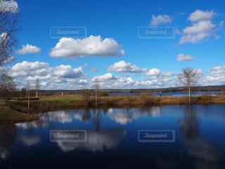 自然,風景,木,屋外,白,雲,青空,青,水,観光地,水面,水色,観光,草,旅行,旅,海外旅行,フィンランド,ロヴァニエミ