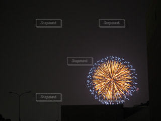 夏に見る花火の写真・画像素材[1875353]