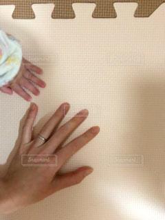 親子の手の写真・画像素材[1881955]